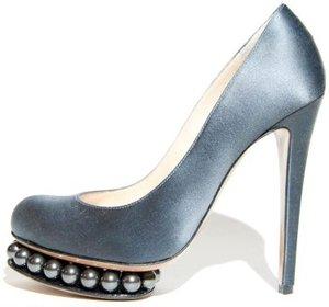 nicholas-kirkwood-fall-2010-satin-pearl-pumps-profile
