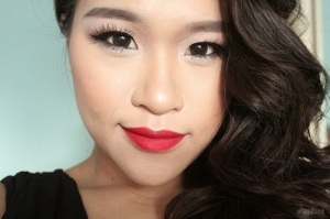Simple-Makeup-for-Asian-Women-with-Red-Lpstick
