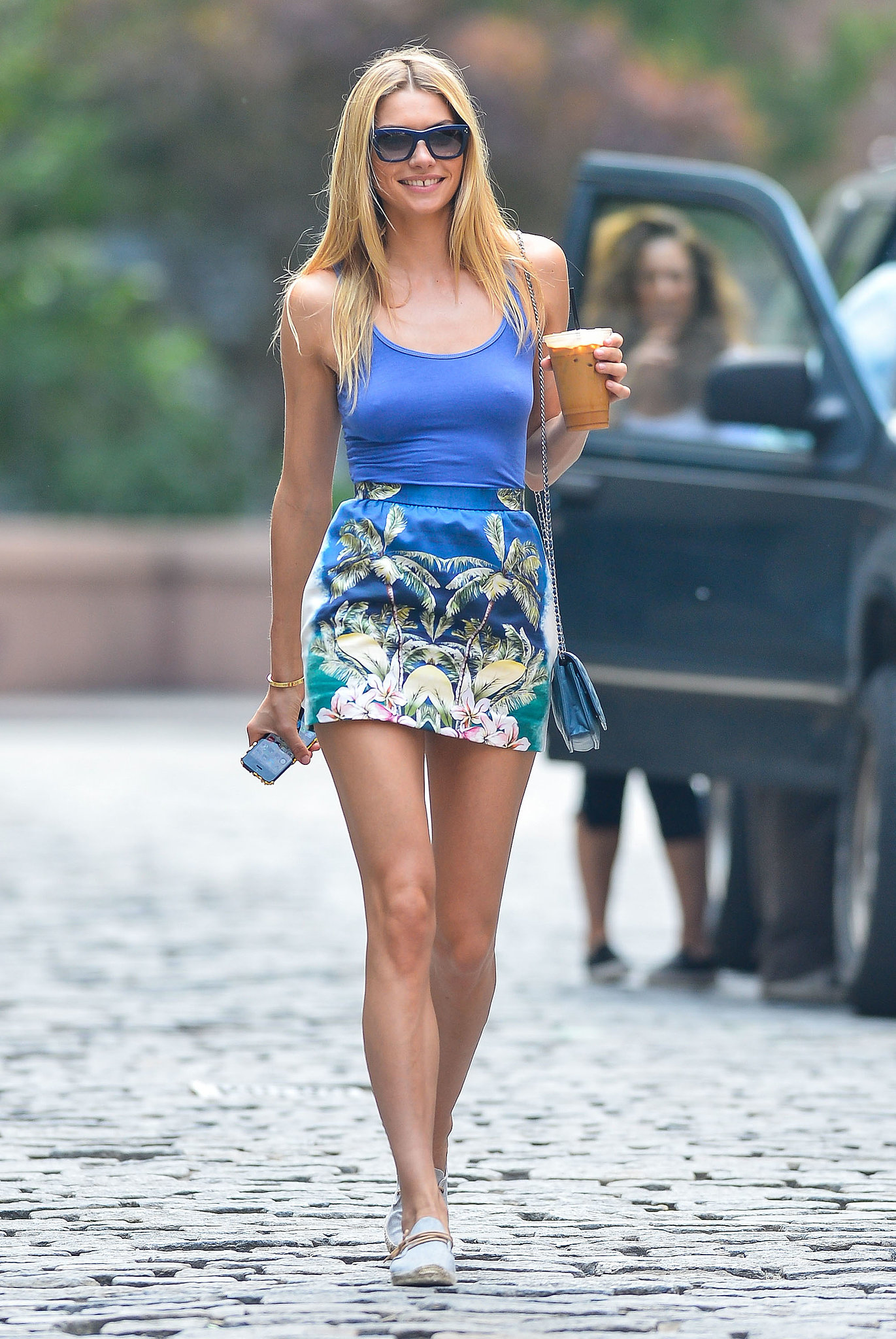 THE MINISKIRT: MINIMUM MATERIAL – MAXIMUM OOMPH! | STRUTTING IN ...