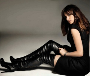 anne-hatheway-thigh-high-boots