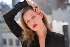 gem-nails-matching-lips-1