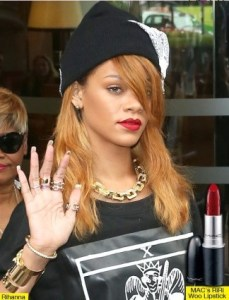 How-to-Wear-Red-Lipsticks-Rihanna-RiRi-Woo-Red-Lipstick-for-MAC