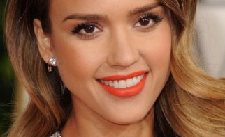 jessica-alba-golden-globes-2013-orange-lipstick-699x1024