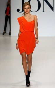 Miranda-Kerr-Walks-SpringSummer-09-David-Jones-Catwalk-Australia