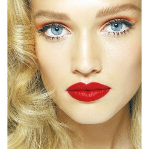 red-lips-blonde-hIrstyle