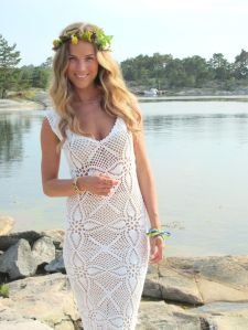 v-neck-crochet-sheath-wedding-dress__full