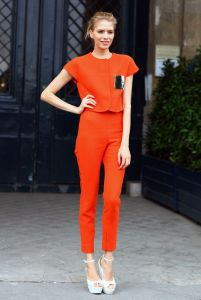 How-To-Wear-Orange-Trousers-Pants-For-Women-32
