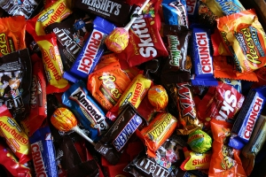 ROU9s6halloween-candy-buy-back-family-cosme-90