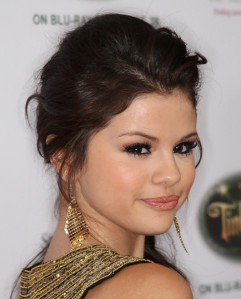 Selena+Gomez+Dangle+Earrings+Gold+Dangle+Earrings+01Lh7KOLEaOl