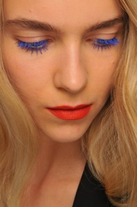 5-rules-to-wear-colored-mascara-right-now-4-500x753