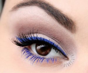 Blue-Colored-Mascara-Look-3