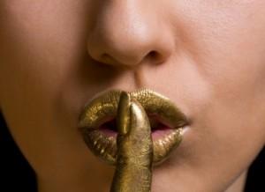gold-lipstick-300x218