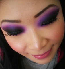 6-Dark-Eye-Makeup-ideas-for-womens-9