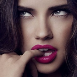 adriana-lima-purple-lips