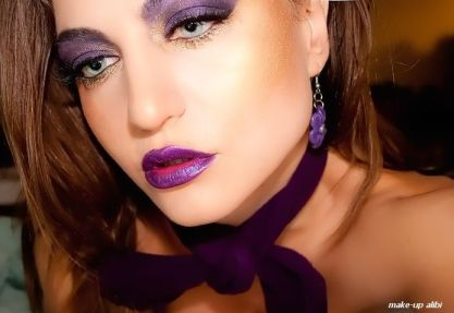 purple-gold-makeup