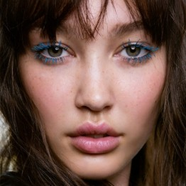 blue-mascara-thumbnail-_-how-to-wear-chanels-electric-blue-mascara-_-looks-_-red-online__square