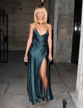rihanna_green_silk_dress_gold_necklace_blonde_thigh_high_slit