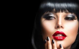 6911543-model-girl-brunette-red-lips-portrait