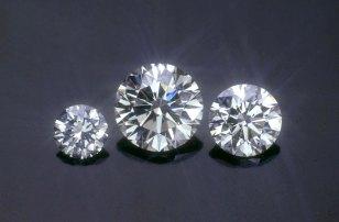 Round Brilliant diamonds of different sizes.