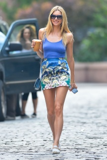 Mini-Skirts-Are-In-Style-For-Summer-2015-13