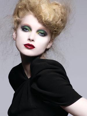 green-eyeshadow-red-lips