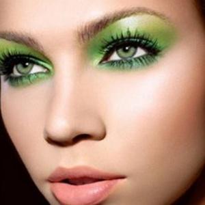 How-to-Use-Green-Eyeshadow-–-Green-Looks-in-Green-eyeshadows