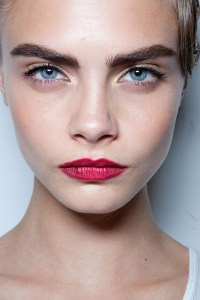 latest-trend-thick-eyebrows-style-picture