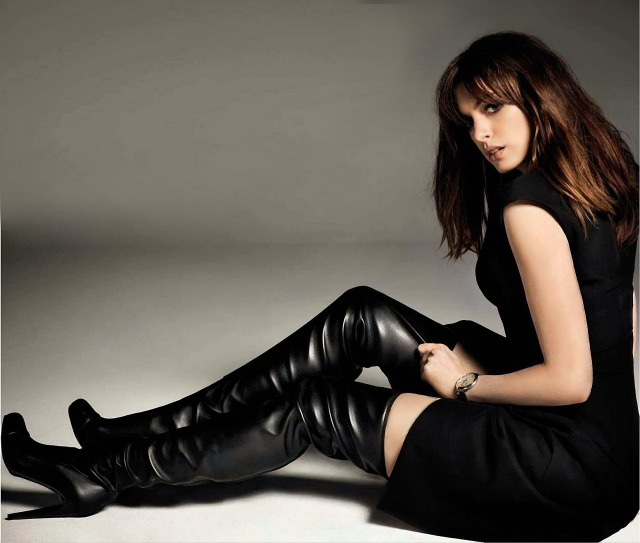 anne-hathaway-thigh-boots