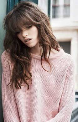 layer-cut-with-bangs-for-wavy-hair
