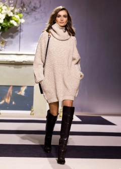 le-fashion-blog-model-andreea-diaconu-cowl-neck-turtleneck-sweater-dress-over-the-knee-boots-hm-fw-2013-paris