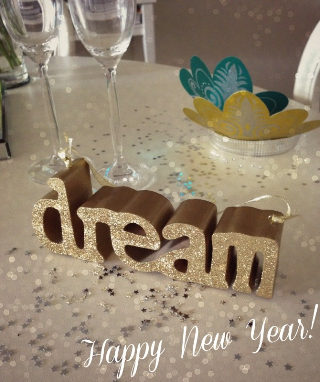 dream-new-year-2014-happy-new-year-fashion-style-elixir-www-stylelixir-com-blog-champagne-celebrate