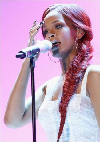 rihanna_hairstyles_fishtail_braid-tutorial
