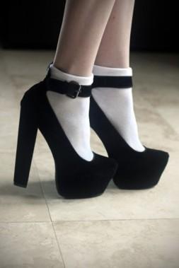 x2p8da-l-610x610-shoes-blackshoes-blackheels-velvet-black-strapshoes-strap-thickheel-highheels-blackhighheels-pointytoeheels