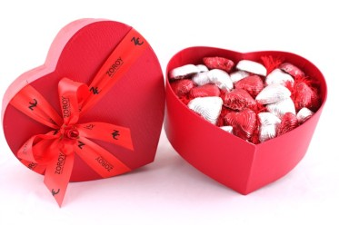xvalentines_special-_heart_box_with_27_milk_chocolate_hearts-jpg-pagespeed-ic-e9qloyqcxa