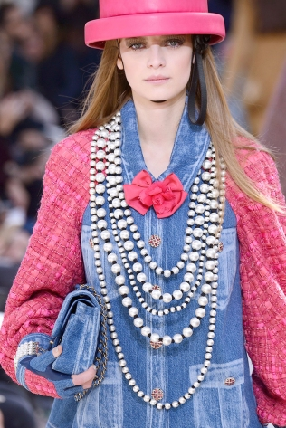 hbz-fw2016-accessories-pearls-chanel-clp-rf16-6056