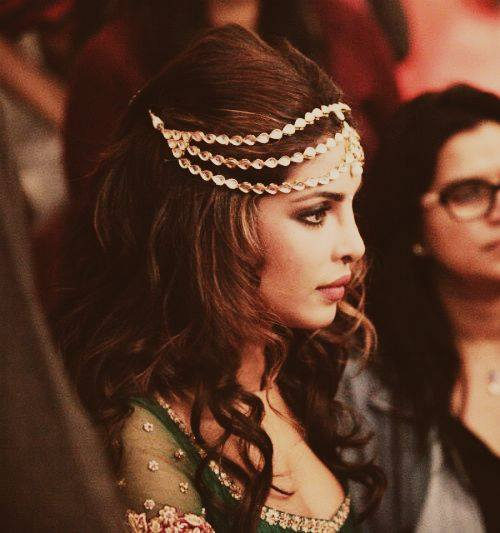 priyanka_chopra_with_diamond_string_in_her_hair