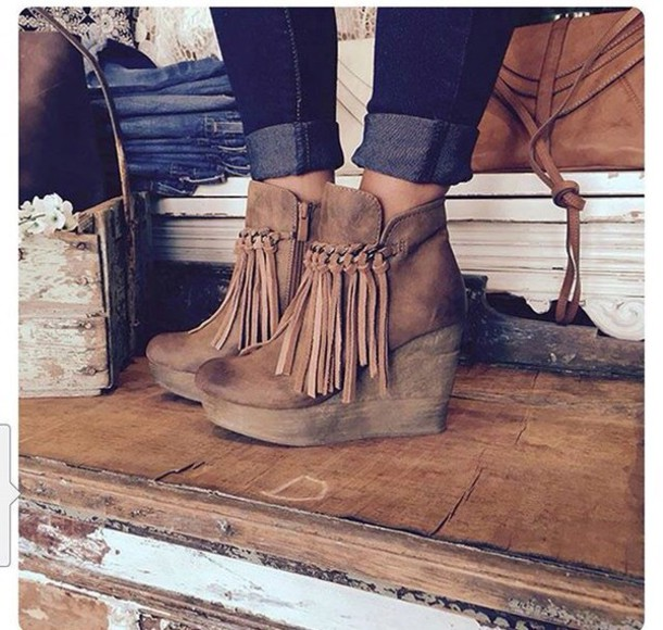 bnst9c-l-610x610-shoes-fringe+shoes-booties-boots-tan-fringes-70s+style-fringe+booties+ankle+boots+suede+leather-brow+boots-frange-hee