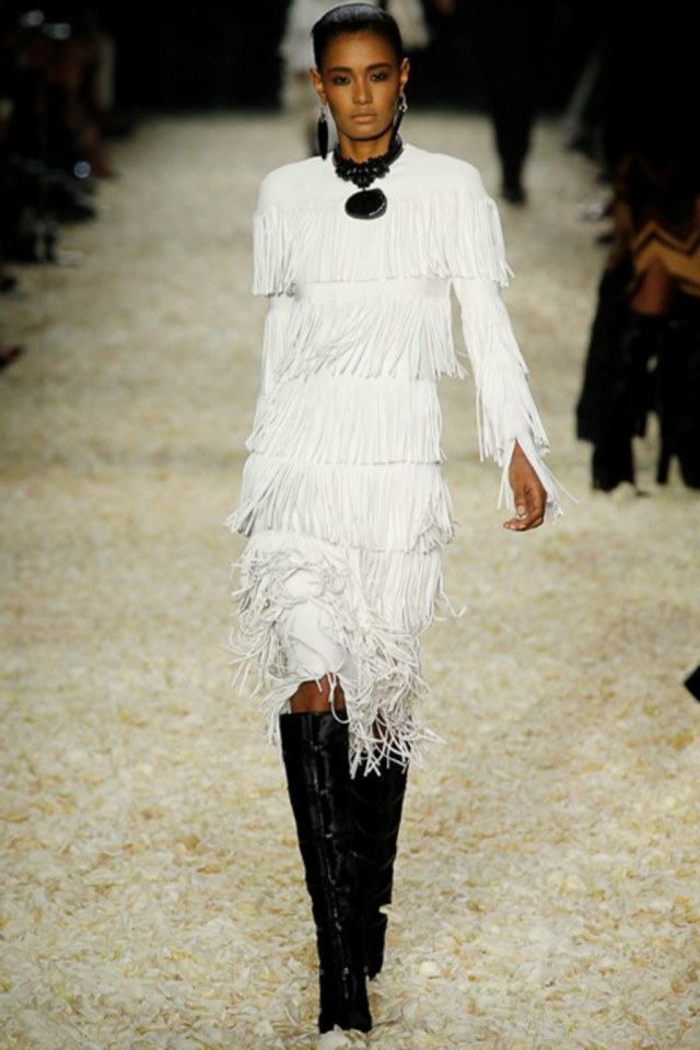 fashion-2015-02-tom-ford-fall-2015-runway-white-fringe-dress-main