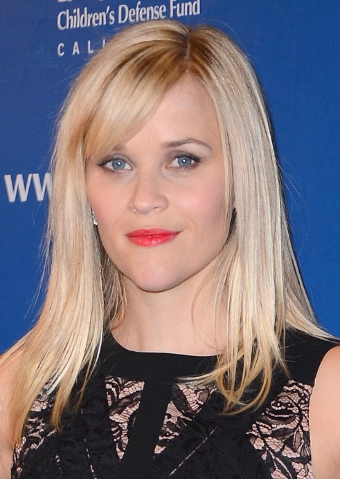 Reese-Witherspoon-Long-Blonde-Side-Parted-Sleek-Hairstyle-with-Side-Bangs