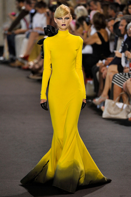 STEPHEN-ROLLAND-FALL-2011-HAUTE-COUTURE-PODIUM-027_runway